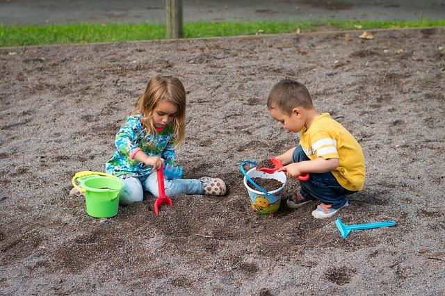 dětské hrátky na písku