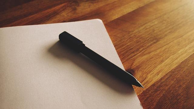 prázdný list, pero