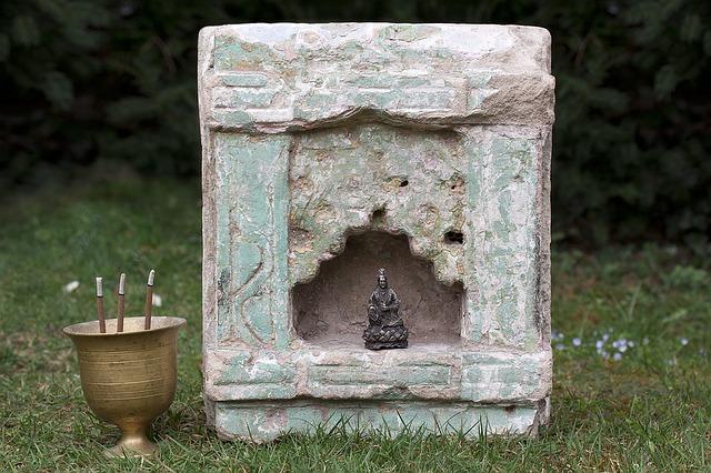 bůžek v chrámku
