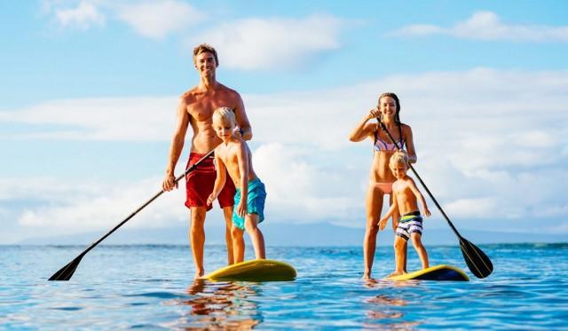 rodina na paddleboardingu